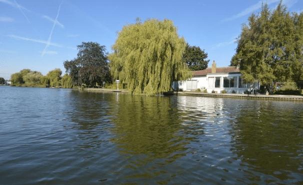 Bungalow de 4 chambres, £850,000 iles et ilots