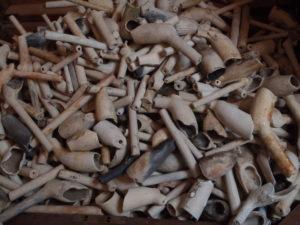 des centaines de pipes dans la tamise