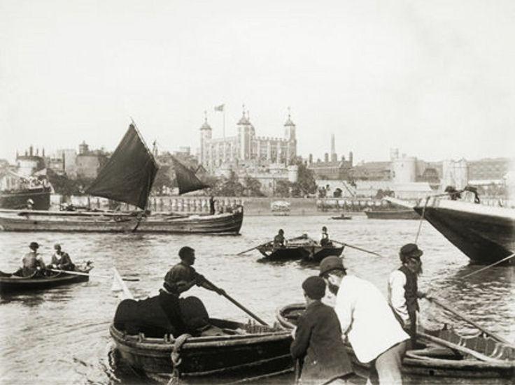 Watermen face à la Tour de Londres, 1885. compagnie des bateliers et allegeurs