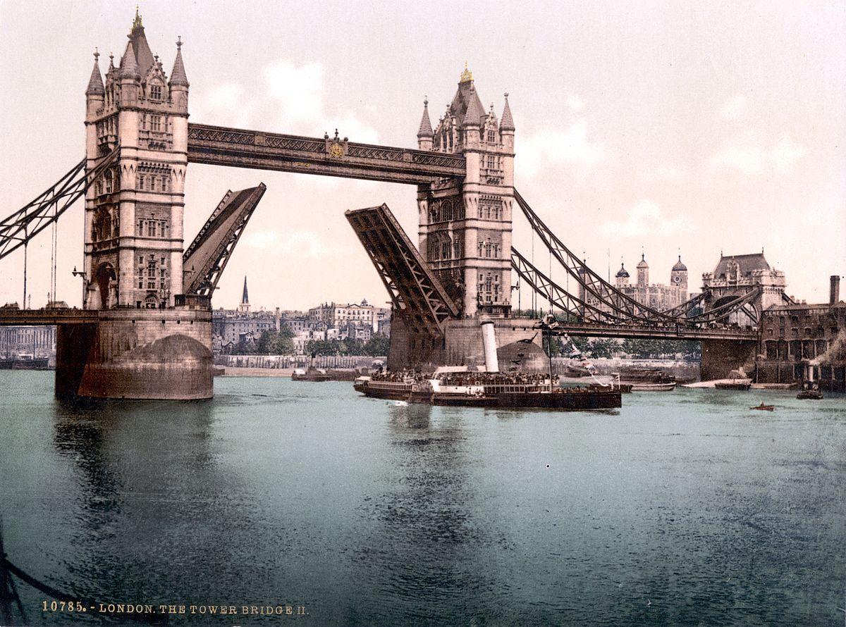 bateau a vapeur tower bridge
