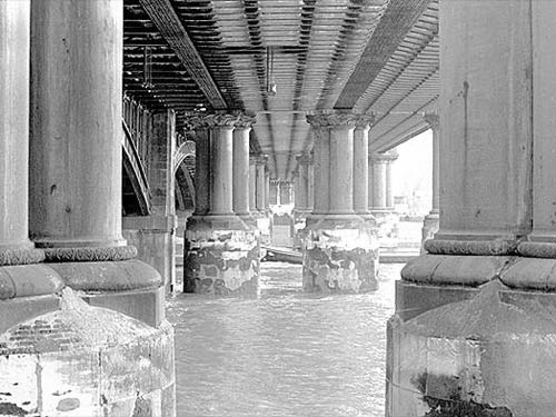 The London, Chatham and Dover Bridge, en 1897.
